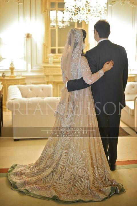 Pakistani wedding/ loveee her dress