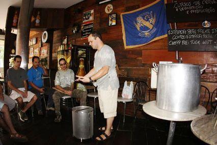 Neste ultimo sábado, dia 26/06, foi realizado no restaurante Paladino, na capital mineira, o 10º Curso de Produção Caseira de Cervejas, ministrado pelo