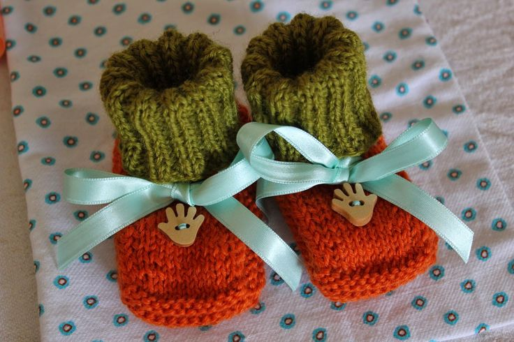 * l e p e m a l e s t v a r i * babybooties, knitted babybooties, colorful, satin ribbons, wooden buttons, warm, machine washable