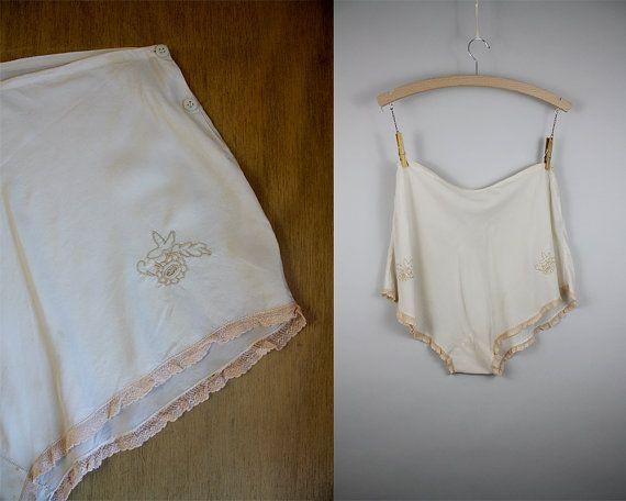 1950s Silk Tap Pants / 50s Panties / Cream Silk Knickers / Size Medium/Large / Lace Edged