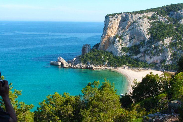 Cala Luna – Golfo di Orosei http://www.imperatoreblog.it/2013/07/04/le-spiagge-piu-belle-della-sardegna/ #calaluna #sardegna #orosei  Scopri con noi la Sardegna: http://www.imperatore.it/scheda_sardegna_tour-sardegna.cfm