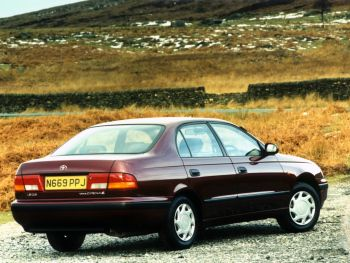 Toyota Carina E UK-spec '1996–97