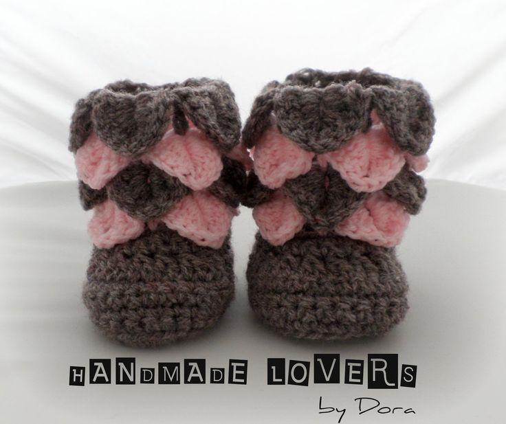Crocodile stitch baby booties http://www.handmadelovers.org/Crocodile_stitch_baby_booties/p2043631_14545997.aspx