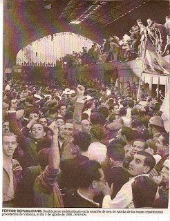 Milicianos procedentes de Valencia llegan a la estación de Atocha para la defensa de Madrid. 1 agosto 1936.
