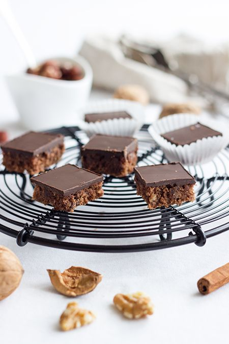 gingerbread slices with cinnamon, hazelnuts, walnuts, mulled wine & chocOlate