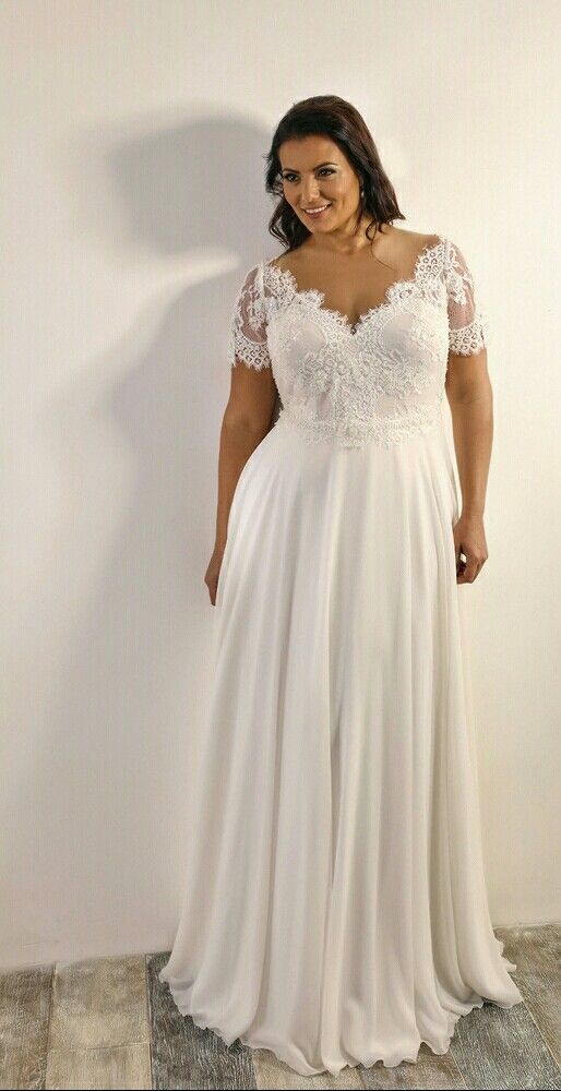 Vintage plus size wedding gown with short sleeves. Scarlet. Studio ...