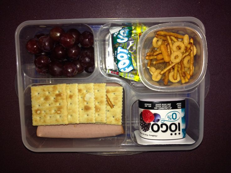 Looking for lunch ideas for kids? I've got you covered! You'll find tons of easy and quick kids lunch ideas, as well as delicious lunch snacks. You can't go wrong with these 50 amazing and healthy lunches for kids! Snack and lunch ideas for kids. No matter what part of the country you live in, school will be back in session before we know it.