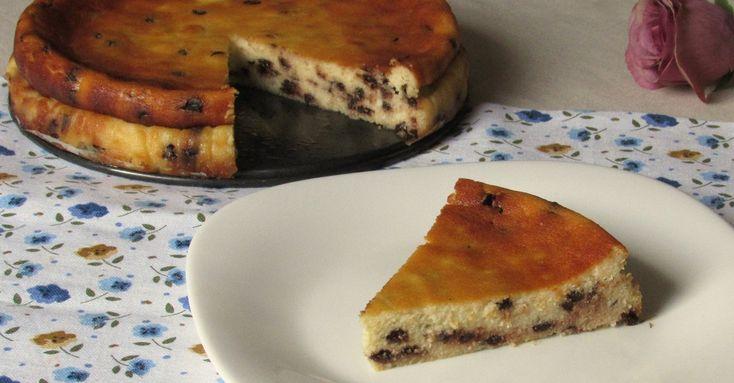 Come preparare la cassola dolce: torta di ricotta con gocce di cioccolato, senza farina e senza burro, tipica della cucina ebraica e romana