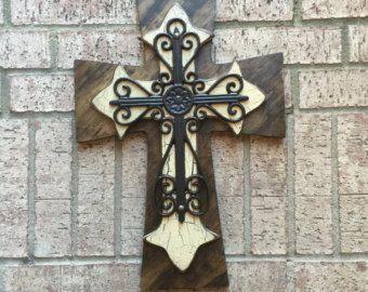 Gran Cruz de madera pintada de marrón y turqouise y rematado con una cruz de hierro medidas 14 x 19   Como nuestro faceboik http://m.facebook.com/?_rdr#!/profile.php?id=534784239895224&__user=1573587411
