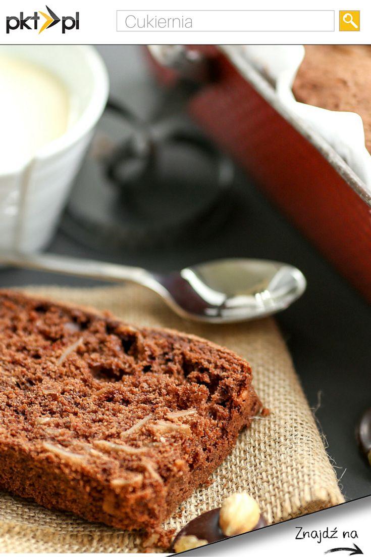 Najprostsze ciasto na świecie! :)  Składniki: 3 jajka pół kostki masła 1 szklanka mąki pół szklanki cukru pół łyżeczki cynamonu 1 łyżeczka proszku do pieczenia 1 łyżka kakao 3 jabłka (obrane, pokrojone w kostkę) Przygotowanie: Wszystkie składniki, oprócz jabłek miksujemy. Na koniec do masy dodajemy jabłka i mieszamy ręcznie. Ciasto wylewamy do prostokątnej foremki (korytka) i pieczemy ok 40 minut w temperaturze 180 stopni.