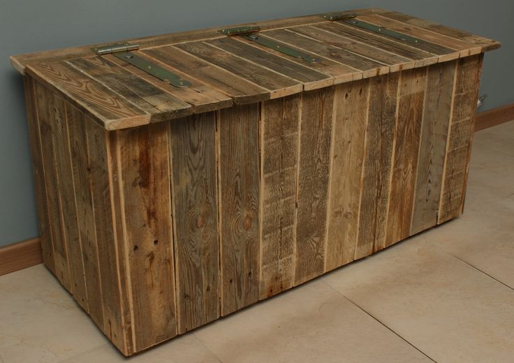 Dekenkist of speelgoedkist gemaakt van gebruikt pallethout.