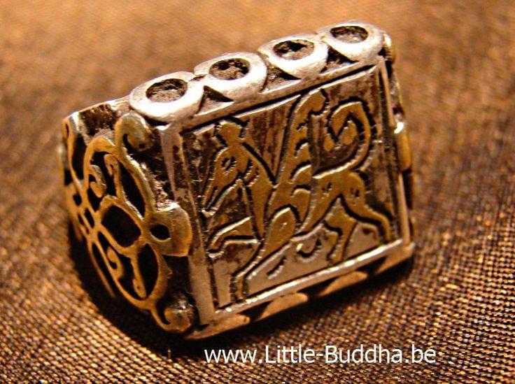 Massief zilveren ring met afbeelding van verguld vliegend paard. Little Buddha sieraden.