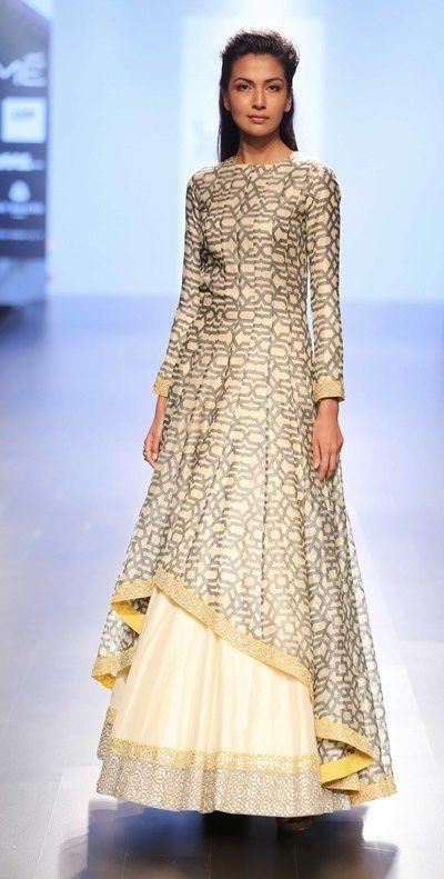 friend of the bride outfit, cream and silver long kurta, abstract print kurta, cream lehenga