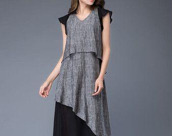 Der perfekte Sommer Kleid in einem leichten Grau Leinen, dies ist ein Must-Have im Kleiderschrank Sommer zu verlagern. Mit eng anliegendem Oberteil aber gerafften Rock mit zwei großen Taschen wird dies jede Frau eine schöne weibliche Silhouette.  Diese Leinenkleid wird bald mein Bestseller. Grau ist eine wirklich einfache Farbe zu tragen und passen sich jedem Teint. Die Maxi-Kleid geben Ihnen eine einfache und lässige aussehen für jeden Tag tragen. Das leinene Kleid hat einen…