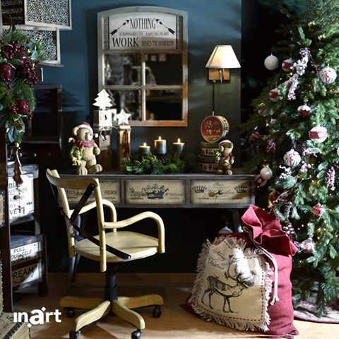 Admiring your beautiful Xmas décor comes only second… to admiring you!