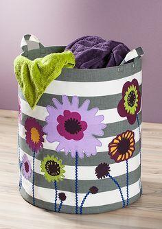 Der schafft Platz an der Wäschefront - und macht mit den bunten Blumen auch noch gute Laune: Unser Wäschekorb Summertime.   Die ganze Nähanleitung gibt es wie immer im Blog: http://blog.buttinette.com/naehen/naehanleitung-waeschekorb-mit-blumen/