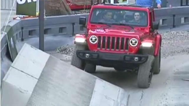 Jeep Tackles Obstacle Course At New York Auto Show On Air Videos