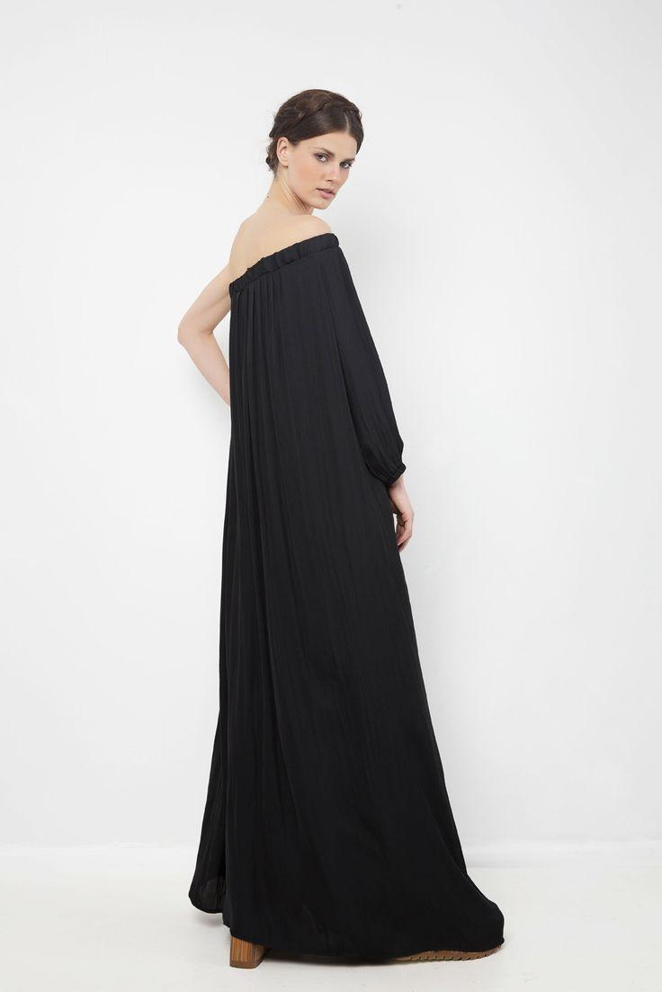 Μαύρο μάξι φόρεμα με ένα μανίκι