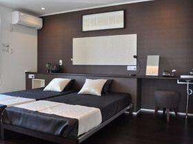 寝室インテリアの画像集(おしゃれ 壁紙 照明 風水 ブラインド ベットルーム - NAVER まとめ
