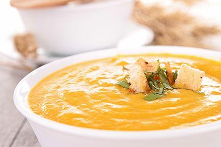 È un #piatto povero ma ricco di storia. Nutriente e ottimo da gustare con i croccanti #crostini Fresh Gourmet  Scopri le nostre #ricette: http://www.dimmidisi.it/it/dimmicomefai/fresche_ricette/article/vellutata_di_stagione_con_crostini.htm - #dimmidisi #ricetta #recipe #cooking #cuisine #zucca #pumpkin #soup