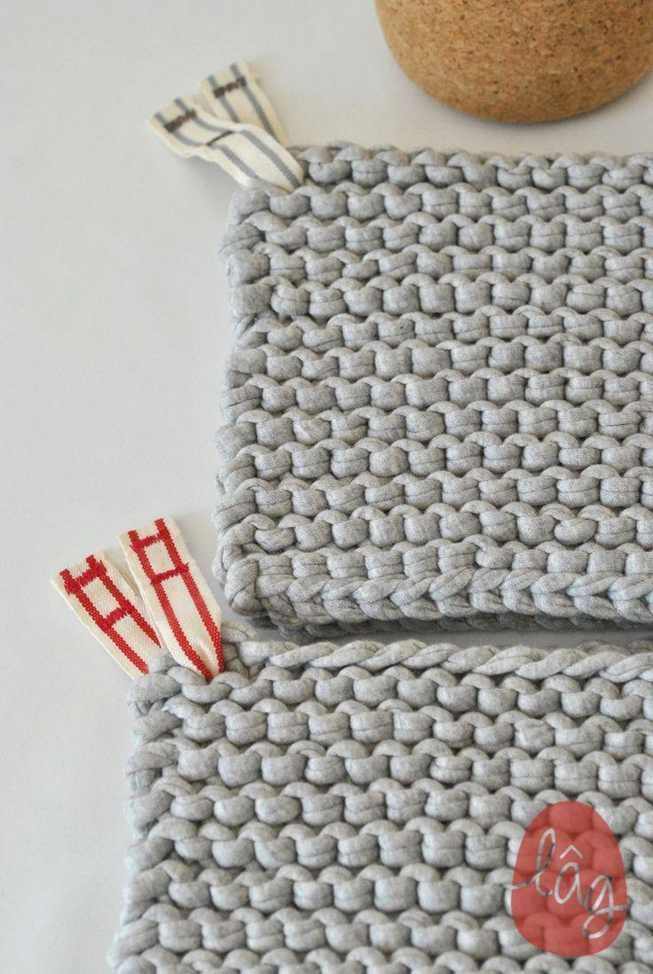 Dessous de plat gris clair lien rouge