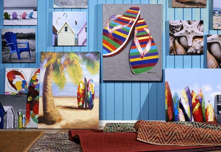 Una linda opción es tener una habitación azul y decorarla con detalles en colores blancos o grises. Recuerda usar la telas o alfombras, aprovecha la luz que entra por las ventanas y cuelga tus recuerdos en la pared. ¡Cambia, vive mejor!  #PlayaBlanca #Vacaciones #Pinturas #Verano#Hogar#Playa #Temporada #Vida#Easychile#Easytienda