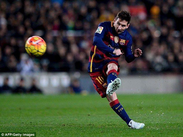 Lionel Messi mengungkapkan kekagumannya dengan sepakbola Inggris dan Italia,tetapi mengatakan ia tetap bertekad menyelesaikan karirnya di Camp Nou.