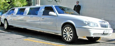 Travelers Choice Limousine Service provides the type of airport limo service in Boston that you may depend on to pick up or drop off at the airport conveniently and in time.Phone: Toll Free:    800-340-7343 and Local: 617-939-9622    http://www.bostonlimousineservices.us/boston-airport-transportation