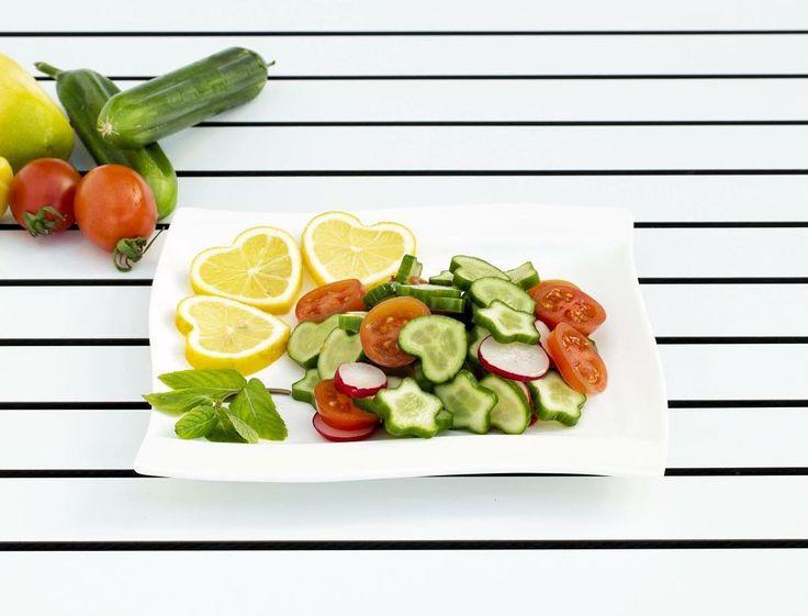 Shaped Fruit'in tamamen doğal şekilli meyve ve sebzeleriyle salatalarınız birer sanat eserine dönüşsün  #shapedfruit #şekillimeyve #kalplimon #kalpsalatalık #doğal #natural #eğlenceli #kitchen #creative