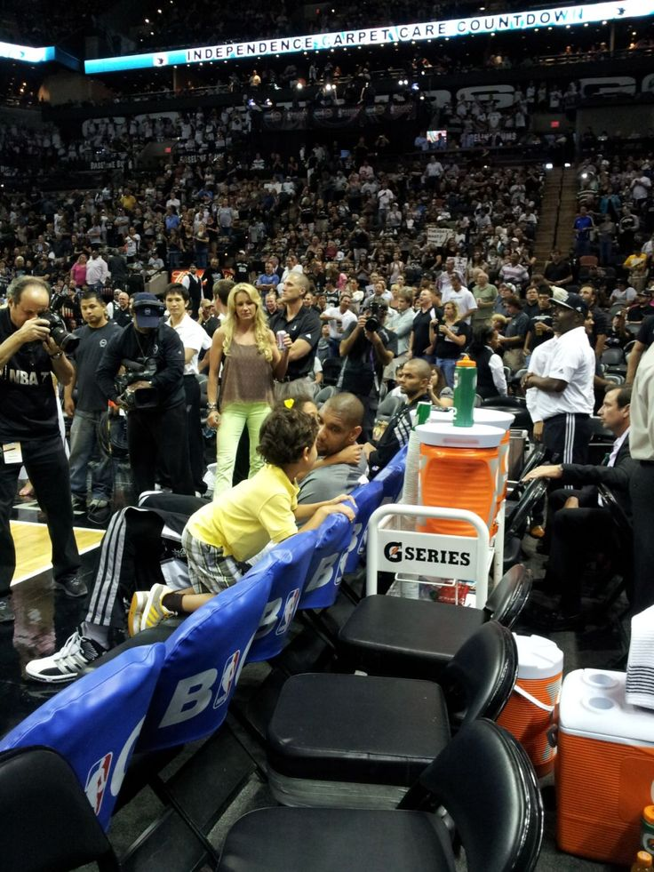 Tim Duncan's Blonde Wife Shows Him Pre-Game Love