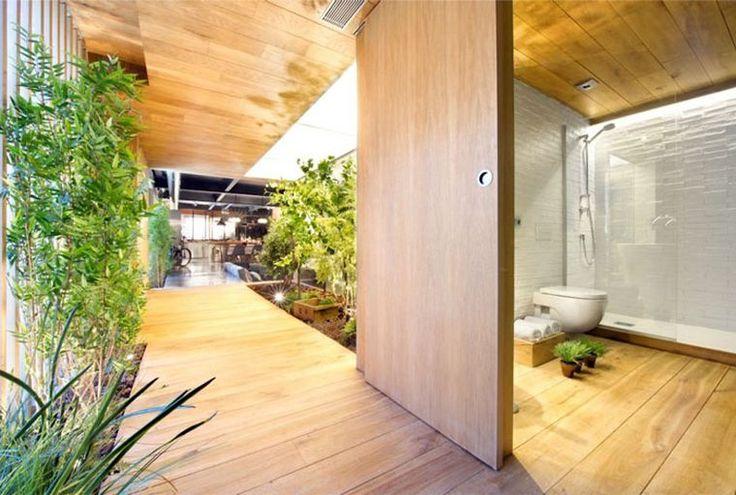 salle de bain spa et déco japonaise - rangement en bois pour serviettes