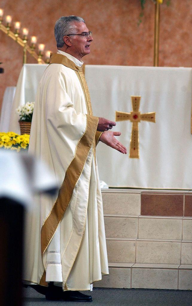 https://flic.kr/p/6wUhkq | Father Roger - Homily. | Photos by Tim McKenna.