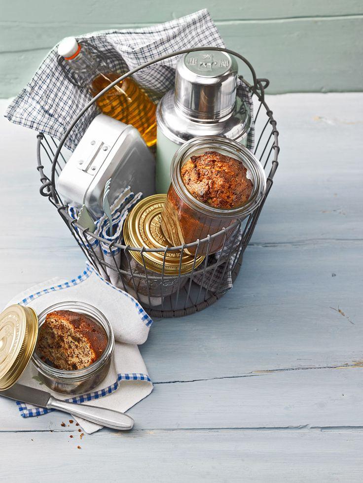 Tiroler Nusskuchen im Glas mit Haselnuss und Schokolade