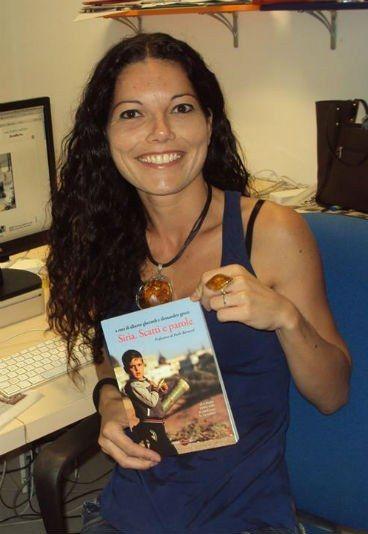 """Intervista a Angela Iantosca ci racconta il suo libro """" Onora la madre"""".  Un libro forte e coraggioso che ci porta in Calabria, dove si investiga sul ruolo delle donne all'interno della 'ndrangheta.#DonnadellaSettimana"""
