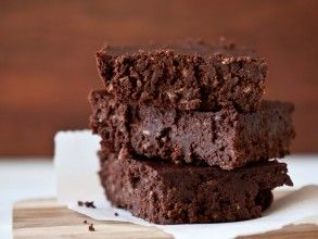 brownies made with only 4 ingredients - pecans, almonds, dates & cacao