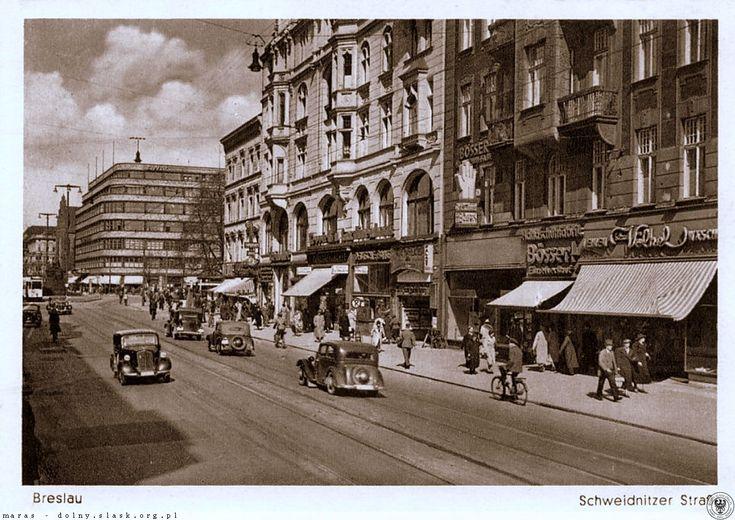 Lata 1938-1942 Fragment ul. Świdnickiej, widok w kierunku pl. Kościuszki. W miejscu widocznych kamienic są teraz arkady KDM-u.