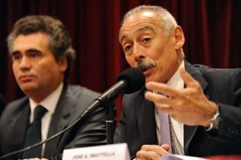 Para Sbatella, los dólares que están en las cajas de seguridad son desestabilizadores