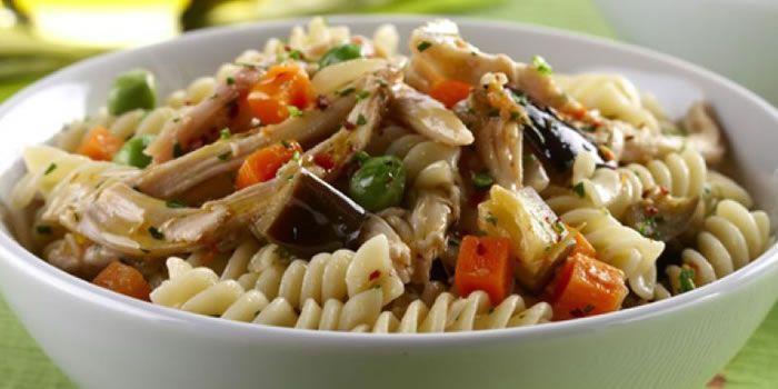 5 receitas de salada de macarrão. Boa pedida para os dias mais quentes!!!  :)