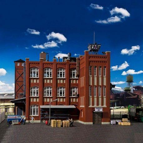 Usine d'époque #HO #Kibri A retrouver ici : http://www.latelierdutrain.com/les-entrepots-et-industries/100166-usine-d-epoque-ho-1-87-kibri.html