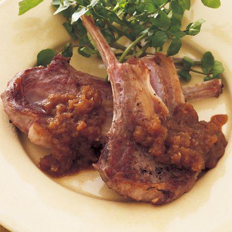 アリシンたっぷり甘辛ソース「ラムチョップの玉ねぎソース」のレシピです。プロの料理家・牛尾理恵さんによる、ラム肉、玉ねぎ、おろしにんにくなどを使った、163Kcalの料理レシピです。