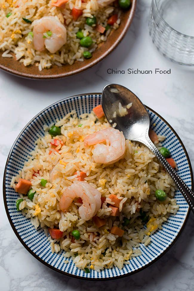 The best tool for perfect fried rice is a wok, in which you can quickly move all the grains.