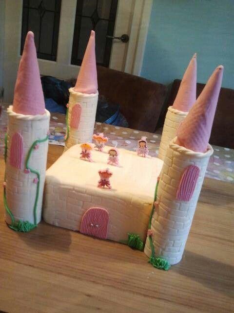 Kasteeltaart gemaakt voor mijn dochter Kaat haar verjaardag van een aantal jaar geleden @handmadebylenicka