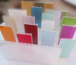 CRISTALLINE PC est un panneau entièrement en polycarbonate transparent de type nid d'abeille