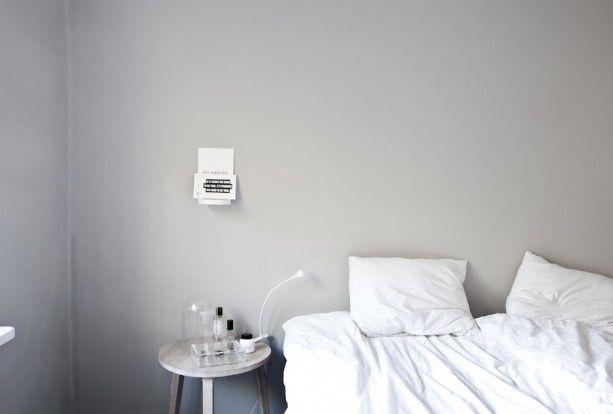 Varmgrå vägg! Kulören från Jotun Lady heter antikgrå och kulörkod är 1973/S2502-Y.