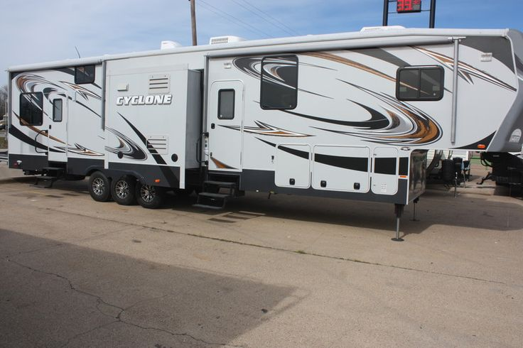 2013 heartland cyclone 4100 king for sale by owner. Black Bedroom Furniture Sets. Home Design Ideas