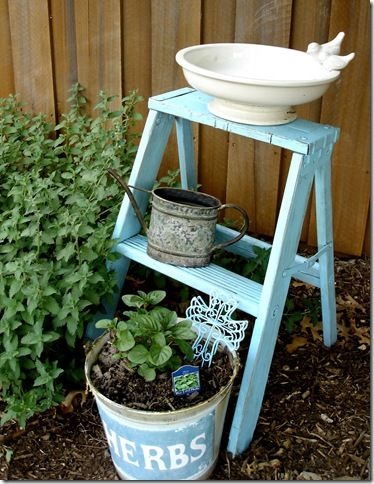 What a simpleGardens Ideas, Step Ladders, Gardens Accent, Blue Gardens, Decor Ladders, Gardens Ladders, Outdoor Gardens, Ladders Gardens, Outdoor Projects