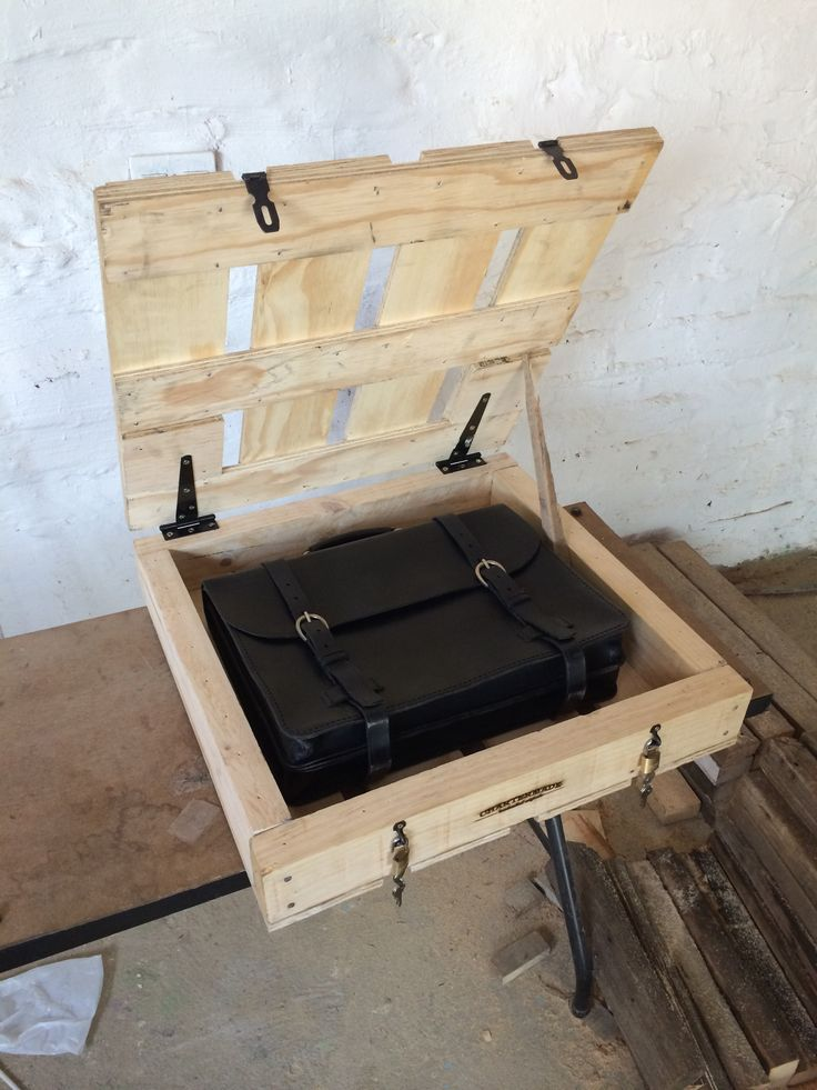 Mini hinged and lockable crate I made to transport a very expensive leather briefcase made by Chartermade
