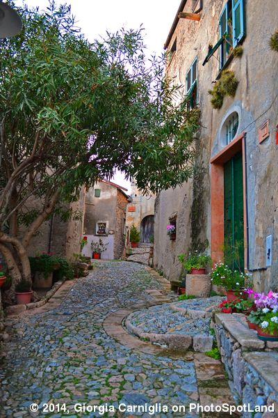 Borgio Verezzi (SV), Liguria, Italy. Photo by Giorgia Carniglia on Photospotland. Here more photos: http://www.photospotland.com/spots/229