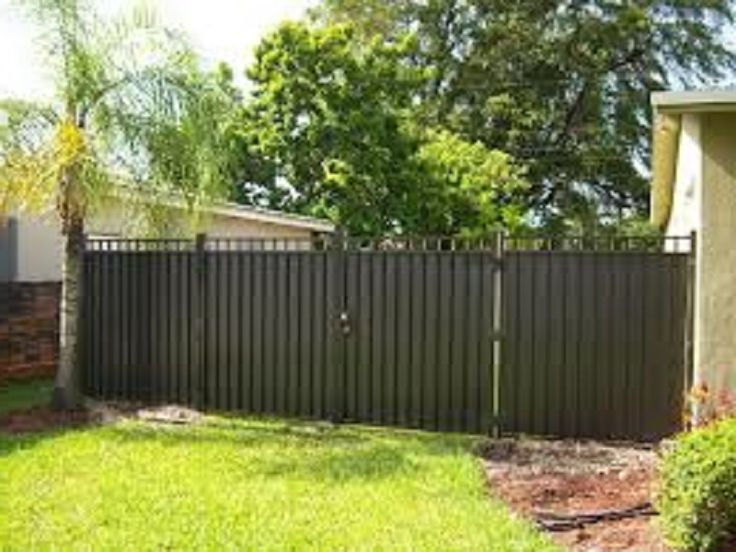 Inexpensive aluminum privacy fence designs http for Cheap patio privacy ideas