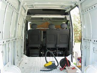 Un véhicule d'occasion, surtout un véhicule utilitaire, nécessite souvent un nettoyage sérieux avant de commencer...